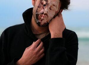 גלריה רוזנפלד / חומר אנושי - גיא און